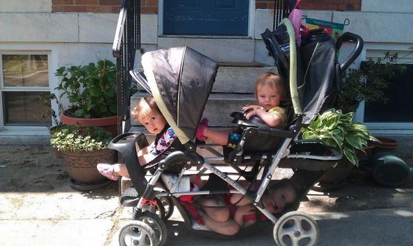 Poussette trois enfants