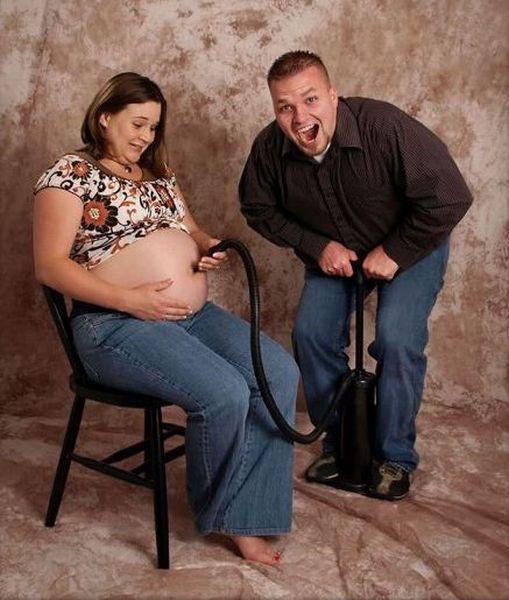 Papier peint belle femme enceinte avec un chien drôle sur le balcon  adulte