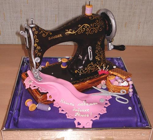 الأبداع الفنى يظهر فى التورتات أيضا ً ، صور لحلويات غاية في الابداع machine-coudre.jpg