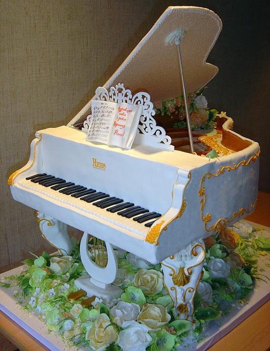 الأبداع الفنى يظهر فى التورتات أيضا ً ، صور لحلويات غاية في الابداع piano.jpg