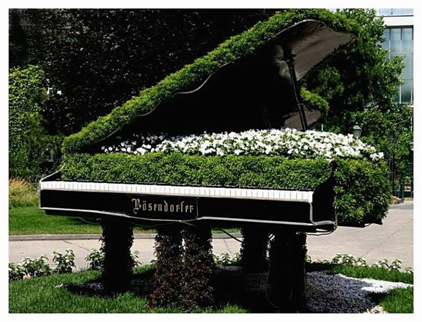http://www.villiard.com/images/mosaicultures/mosaiculture-montreal.jpg