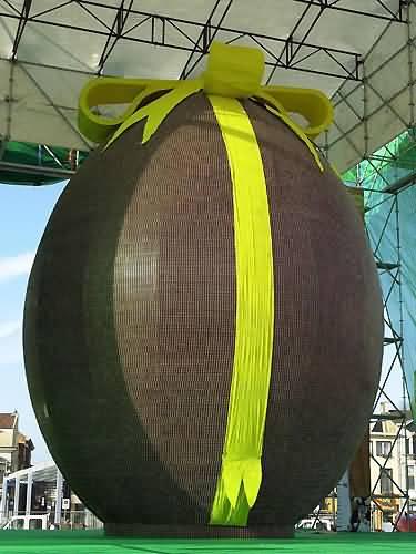 oeuf géant en chocolat